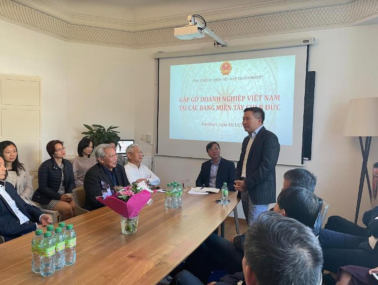 TLSQ VN tại Frankfurt gặp mặt các doanh nghiệp Việt Nam tại các bang Tây Nam nước Đức